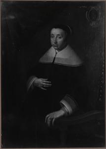 Portret van een vrouw gezeten in een leunstoel