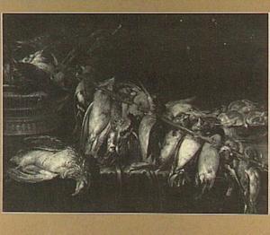 Stilleven van een stok met zangvogels en een mand met gevogelte op een tafel