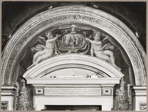 De visitatie in een cartouche, geflankeerd door twee engeltjes