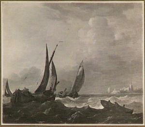 Binnenschepen voor een onbekende stad, rechts in de voorgrond een roeibootje