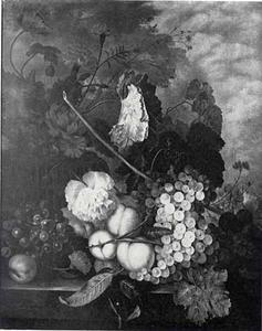 Stilleven van vruchten en bloemen op een balustrade in een landschap