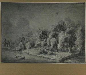Boomrijk rivierlandschap met kapel