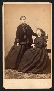 Portret van Henriëtte Engels (1844-1910) en Antoinette Schuurman (?-?)
