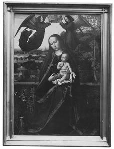 Maria met kind gekroond door twee engelen