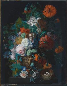 Bloemstilleven in een gebeeldhouwde vaas, op een piedestal met een vogelnest