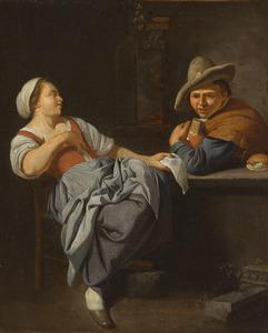 Een jonge vrouw toont een jonge man een brief