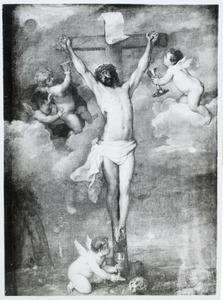 Christus aan het kruis met engelen, die zijn bloed opvangen in kelken