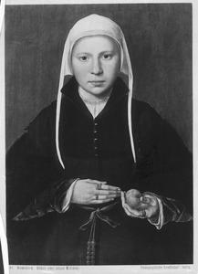 Portret van een jonge vrouw met een vrucht in haar hand
