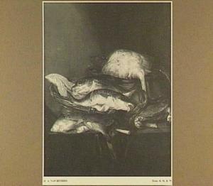 Stilleven met zalm en kabeljauw in mand, rog, krab en schol