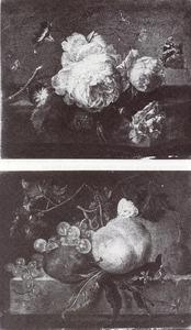 Bloemstilleven op een marmeren tafel