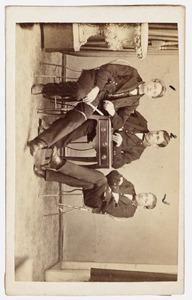 Portret van Christiaan Pels Rijcken (1851-1933) en twee heren Jeckel