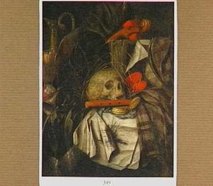 Vanitasstilleven met schedel, fluit, zakhorloge en andere voorwerpen op een tafel met draperieën