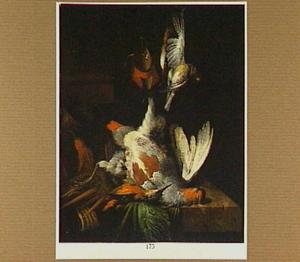 Stilleven van gevogelte liggend en hangend boven een marmeren blad