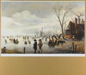 Winterlandschap met schaatsers en arren op het ijs; rechts een boerderij, in de verte een molen