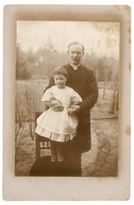 Portret van John Irwin Brown (1958-1937), waarschijnlijk met Aileen Ethel Isabel Irwin Brown (1892-1980)