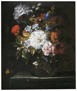 Bloemstilleven met onder andere rozen, slaapbollen en sinaasappelbloesem in een glazen vaas