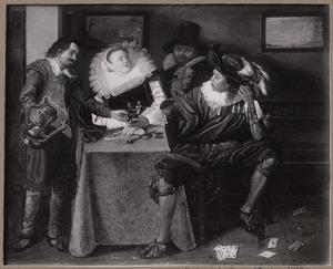 Elegant musicerend en drinkend gezelschap in een interieur
