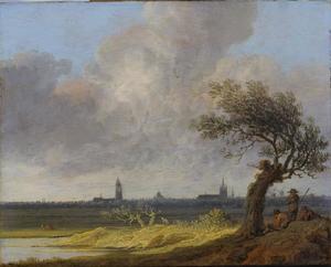 Uitgestrekt landschap met rustende mannen bij een boom, Delft in de achtergrond