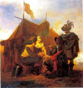 Kaartspelende officieren en een jonge vrouw voor een tent