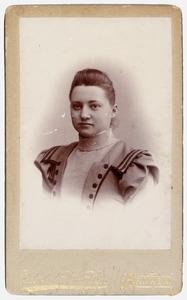 Portret van mw. Louise Maria Carolina van Nispen tot Pannerden (1853-1927)