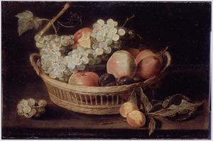 Stilleven met fruit in een rieten mand