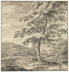 Heuvellandschap met figuur bij een boom