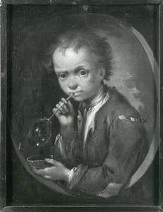 Portret van een jongen bellen blazend