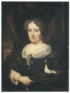 Portret van een vrouw, ten halven lijve, in een zwarte japon met witte draperie