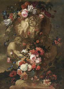 Bloemen rondom een met putti en saters gedecoreerde tuinvaas
