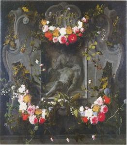Gebeeldhouwde cartouche versierd met bloemen rondom een voorstelling van de Piëta