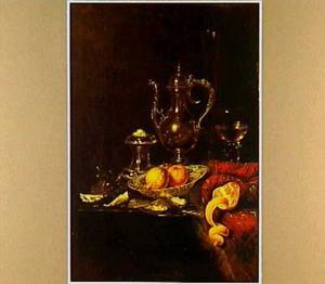 Stilleven met een zilveren schenkkan, porselein, oesters, glaswerk en zoutvat op een tafel met een oosters kleed