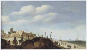 Kustlandschap met een dorp in de achtergrond
