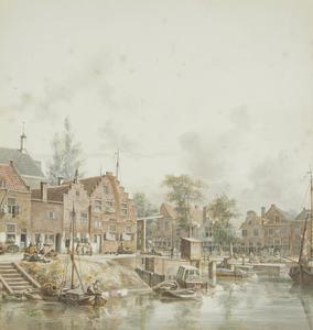 Gezicht op de Stadsbuitengracht te Utrecht met links de huizen aan de Weerdsingel Westzijde en rechts de huizen aan de Bemuurde Weerd Oostzijde met daarvoor de Weerdsluis