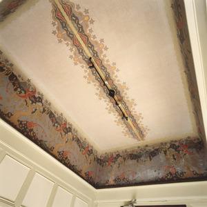 Plafond en koof beschilderd met art-nouveau ornamenten