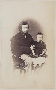 Portret van Binnert Philip baron van Harinxma thoe Slooten (1839-1923) met een van zijn kinderen
