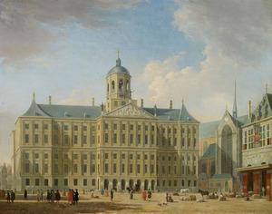 De Dam in Amsterdam met het stadhuis, de Nieuwe Kerk en de Waag