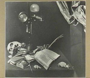 Vanitasstilleven van schedel, boeken en schrijfgerei