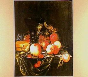Vruchtenstilleven met perziken en een berkemeijer