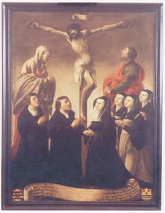 Christus aan het kruis met Maria en Johannes ter weerszijden, aanbeden door Adriaen Willemsz. Ploos (....-1540) en zijn familie