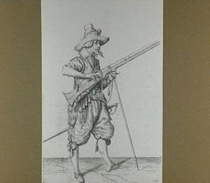 Staande soldaat met geweer en zwaard