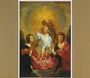 Het Christuskind geflankeerd door engelen met de instrumenten van de Passie