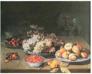 Stilleven van verschillende vruchten en glaswerk