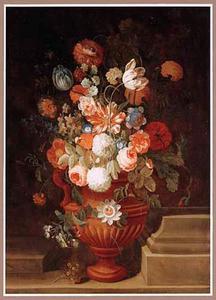 Bloemen in een terrracotta vaas