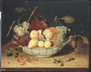 Vruchten in een porseleinen Wanli-schaal