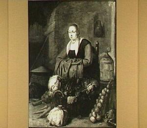 Koopvrouw bij een uitstalling van groenten, met naast haar een lantaren