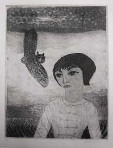 Portret van Niovy Chiotakis met uil in landschap