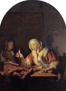 Vrouw die bij kaarslicht een brief verzegelt