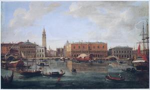 Gezicht op de Molo te Venetië vanaf het Bacino di San Marco in de richting van de Piazetta en het Palazzo Ducale