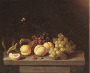 Stilleven van druiven en perziken met een vlinder, op een stenen tafel