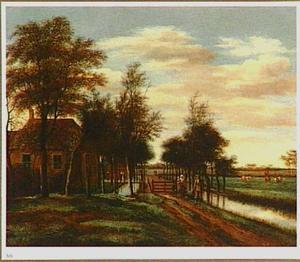 Polderlandschap met wandelaars bij een huis
